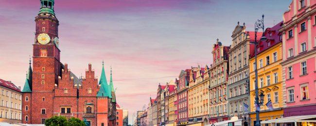 shu-Europe-Poland-Wroclaw-Market-Square-evening-sunset-490248235-Andrew-Mayovskyy-1440x823